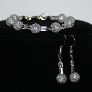 Beautiful NWT Silver Bracelet & earrings Set